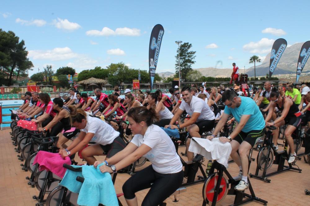 Cientos de personas de todas partes de Europa se han subido a la bici en Aqualandia