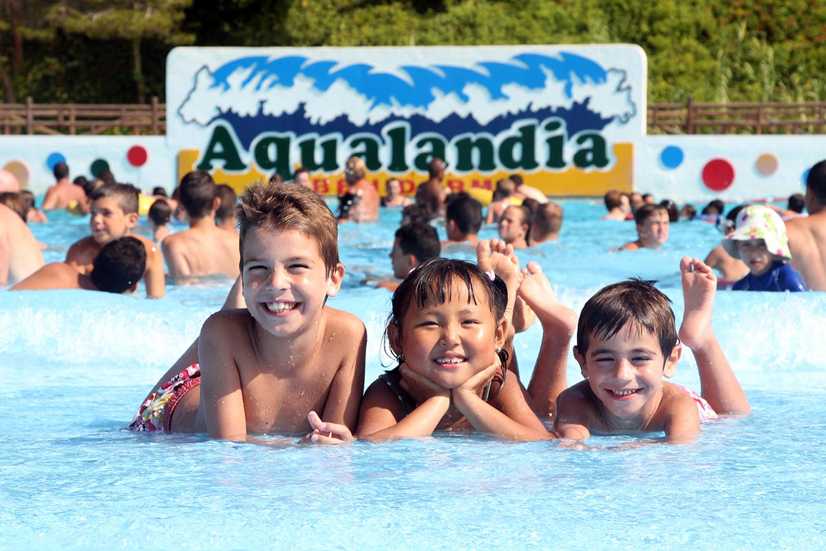 The Wave Pool: Aqualandia's Sea