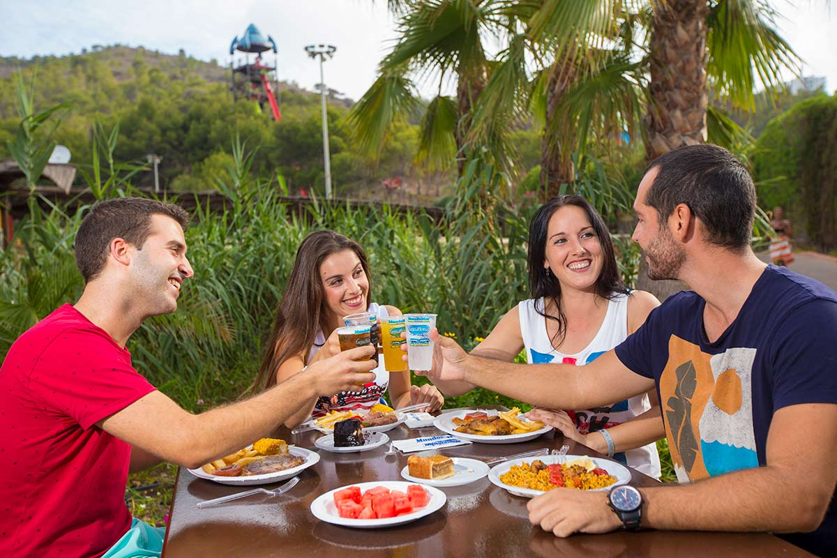 Can I Eat at Aqualandia? Should I Wait for Digestion to Take Place First?