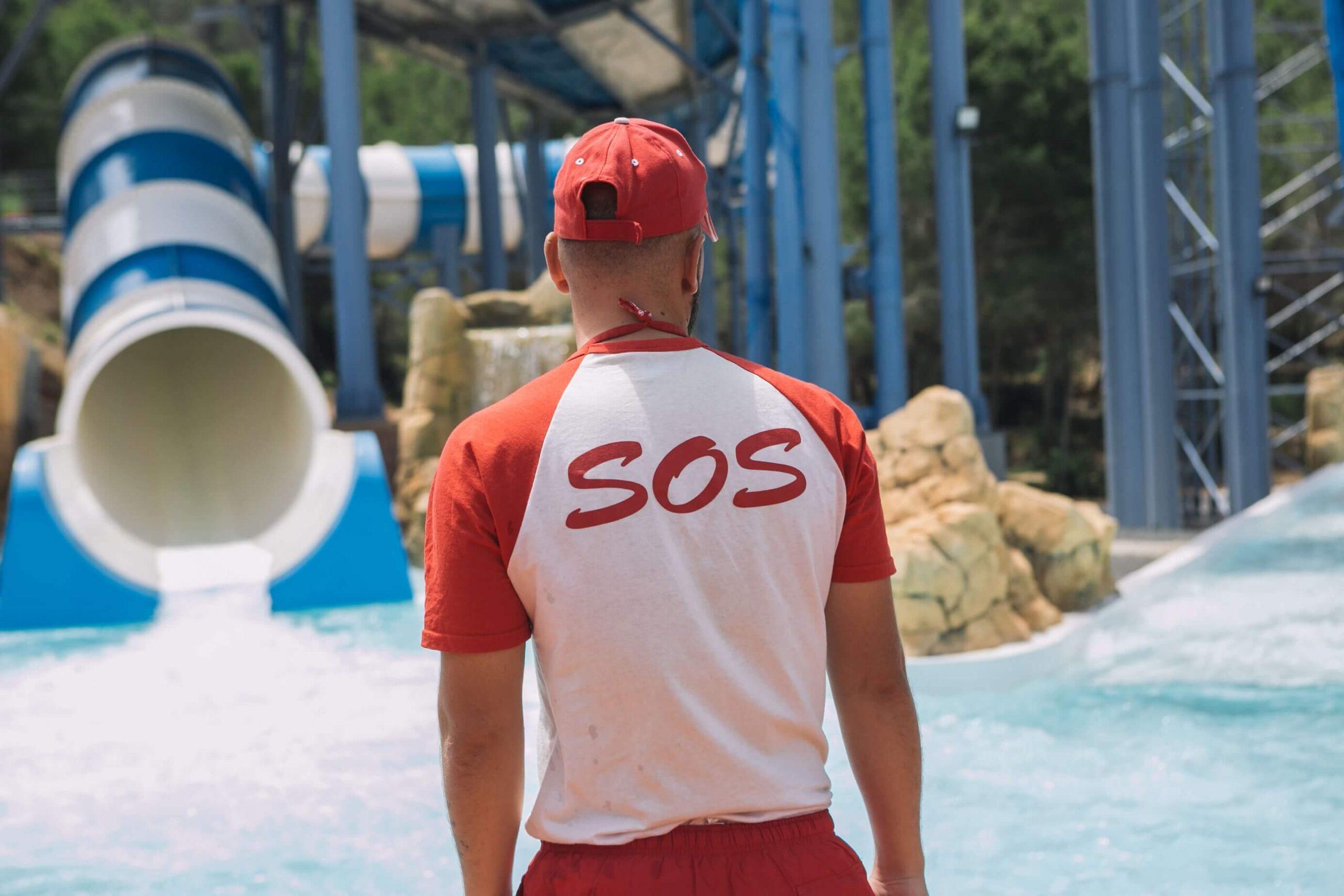 El trabajo de los socorristas en Aqualandia